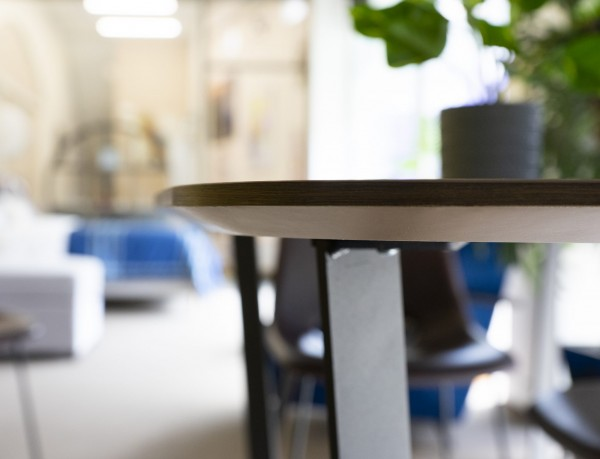 M-CITY DINING TABLE